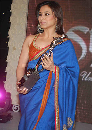 Rani Mukerjee receiving V Shantaram Award