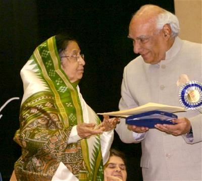 The President of India, Ms. Pratibha Patil giving the Award to Mr. Yash Chopra