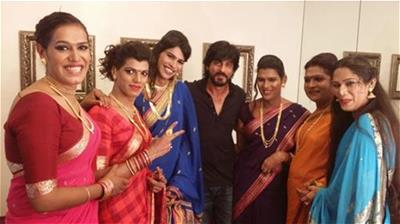 Shah Rukh Khan's greenroom gate-crashed by Transgender Band