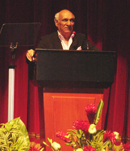 Yash Chopra inaugurates The Indian Film Festival at Abu Dhabi, which opens with Veer-Zaara